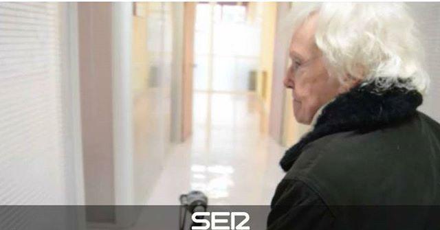 (audio) Una historia entre mil   Radio Bilbao   Cadena SER #soledad  http://ift.tt/2H7wKCn  En Bilbao 9.638 personas mayores de ochenta años viven solas la gran mayoría son mujeres en concreto 6.668 segúnd atos del área de acción social del Ayuntamiento.  Les acercamos una historia de las 9.638 que habitan en la Villa. La historia de Pilar sería una más entre las de miles de esas mujeres si no fuera porque Pilar no se siente sola. Dentro lleva recuerdos todos los que una persona de 87 años…