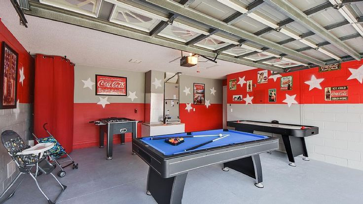THE COCA-COLA VILLA This luxurious and well apppointed 5 bedrooms villa features : 1 master bedroom with a king bed, a private sitting room with direct access to the pool; a second master with king bed with direct access to the pool. The third bedroom with queen bed with the third bathroom. 2 other bedrooms with 2 twin beds in each.  Four bedrooms have tv & dvd, the other has tv also.  Website:http://www.theluxuryvillasorlando.com/Page_2.html  VRBO: https://www.vrbo.com/977717