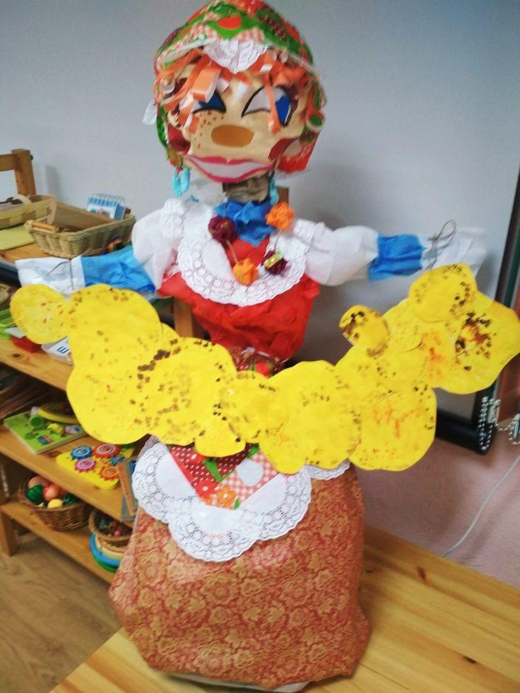 Масленица. Кукла для сжигания на костре. Совместная работа детей и педагогов.