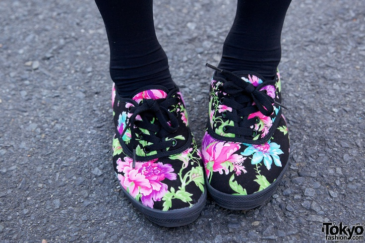 tokyofashion: Green Earrings, Accessory Shoes, Flowers Patterns Shoes, Fabulous Floral, Pink Hair, Crosses Earrings, Vans Shoes, Bubbles Harajuku, Floral Shoes