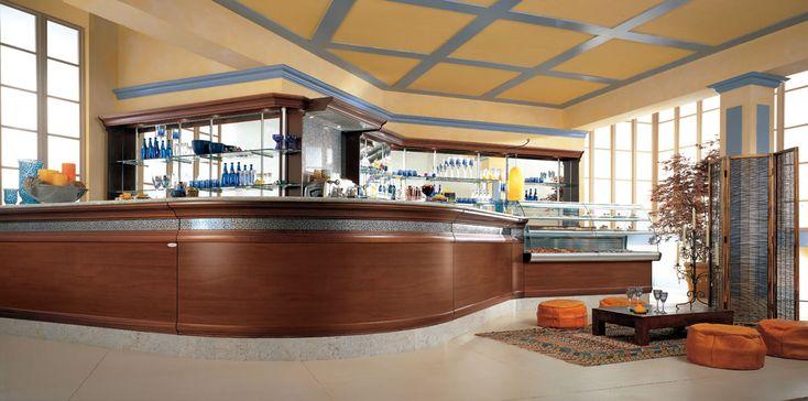 Banco Bar KENT esempio d' arredo bar ideale per ogni esigenza. Banco bar con bancalina in granito, piani di lavoro in acciaio, motore interno o esterno.