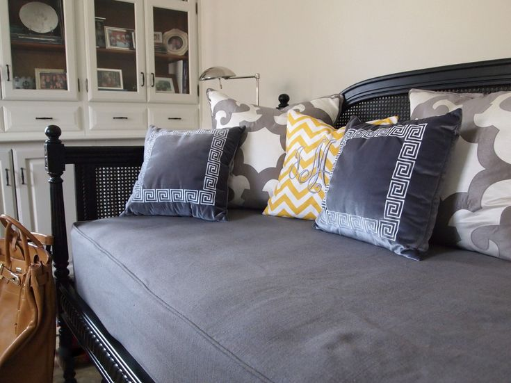 daybed-covers-Home-Office-Traditional-with-built-ins-chevron-daybed-Greek-key-grey-yellow-.jpg (990×742)