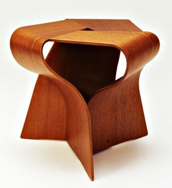 <天童木工>柳宗理のバラフライスツールで有名な「天童木工」も日本が誇るブランドです。ここは日本のメーカー には珍しく、古くから社外の家具デザイナーを起用するなど、相乗効果で品質をアップしようという精神に溢れていました。日本の成形合板のパイオニアで、マイスターが生む軽くて丈夫で自由な造形を描く木製家具は見ても使っても満悦できます。  天童木工 >>> http://www.tendo-mokko.co.jp/  【MEN'S CLUB編集長 戸賀敬城】  http://lexus.jp/cp/10editors/contents/mensclub/index.html    ※掲載写真の権利及び管理責任は各編集部にあります。LEXUS pinterestに投稿されたコメントは、LEXUSの基準により取り下げる場合があります。