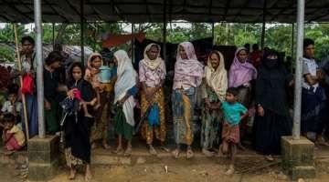 La Iglesia Católica ayuda a miles de refugiados musulmanes en Bangladesh 18/09/2017 - 10:25 am .- La Iglesia Católica ha puesto en marcha un operativo de ayuda a 14.000 familias de etnia rohingya que han huido de Myanmar y se han instalado en diferentes campos de refugiados en la vecina Bangladesh como consecuencia de la fuerte represión que sufre esta minoría étnica y religiosa desde el pasado mes de agosto.