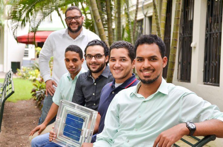 Estudiantes de INTEC desarrollaron baldosas con celdas fotovoltaicas diseñadas para captar y almacenar luz solar en aceras