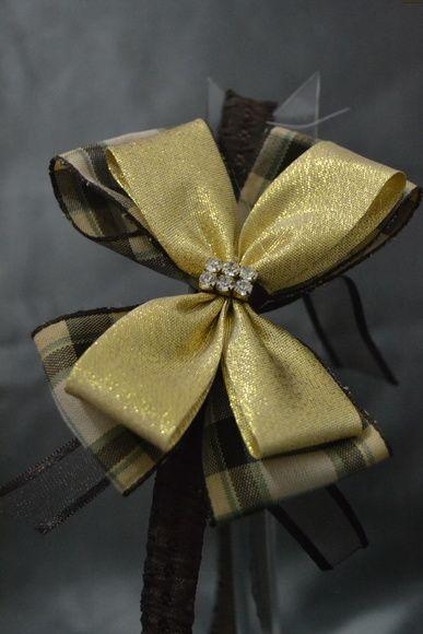 Faixa com laço de fita duplo  Cor: Marrom/Dourado  Pode ser feita em meia de seda ou faixa de elástico.  Tamanho RN a crianças maiores (Sob medida) R$ 15,00