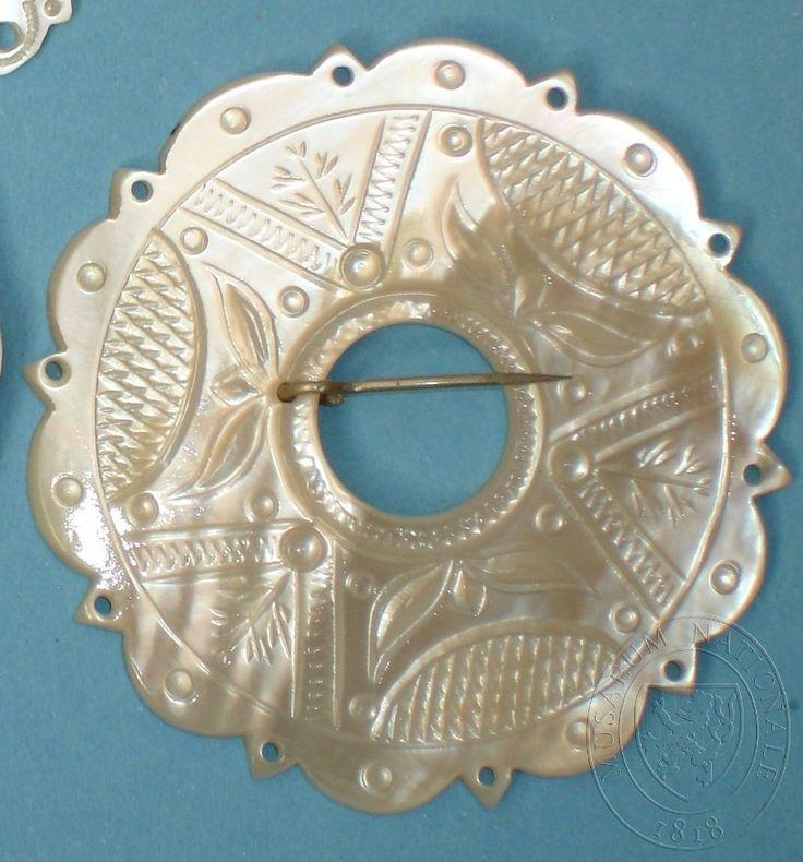 Kotula (brooch), mother-of-pearl and metal. Valašsko - Vsetín, end of the 19th century. Národní muzeum, ID H4-60507.