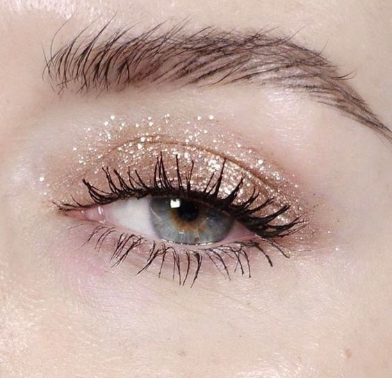 Think glitter makeup can't coexist with office life? We thought so, too. Until this happened