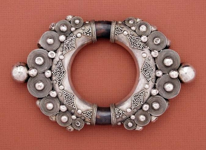 Karo Batak (Suumatra, Indonesia): silver armband with traces of gildiing. Shown in Truus Daalder, *Ethnic Jewellery aad Adornment*.
