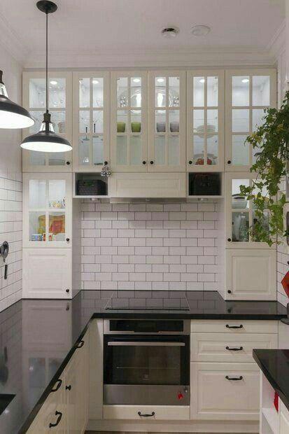 fransiz mutfak kullanisli tezgah ustune kadar indirilmis dolap cam kapak ve aydinlatma siyah granit tezgah  6.500 tl