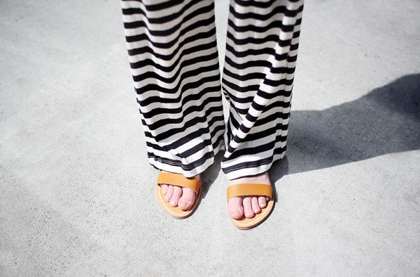 -: Stripes Pants, Summer Sandals, White Living, Remain Simple, Sweat Pants, Pajamas Pants, Leather Sandals, Fashion Stripes, Lawn Parties