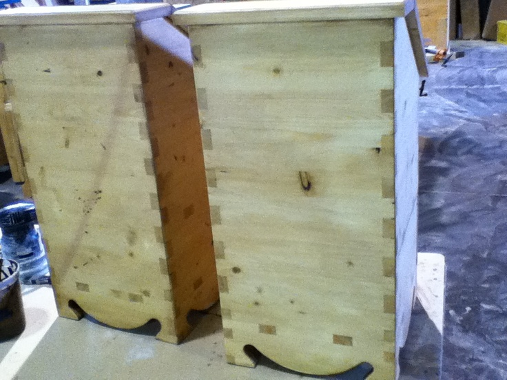 Pine, potato boxes with sliding onion drawer - back box joint detail