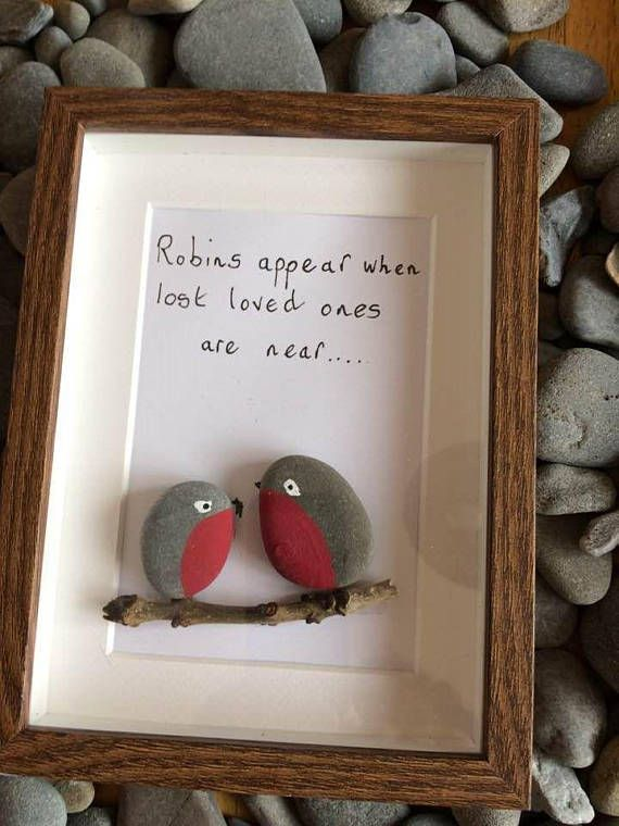Robins pebble art frame Ideal present for the golf lovers in your life; suitable for birthdays, fathers day, mothers day etc. Dimensions of frame: H- 20 cms W-15 cms D- 3 cms Names and dates can be added by request. Each of these frames are created by myself and my mum Caryll. We