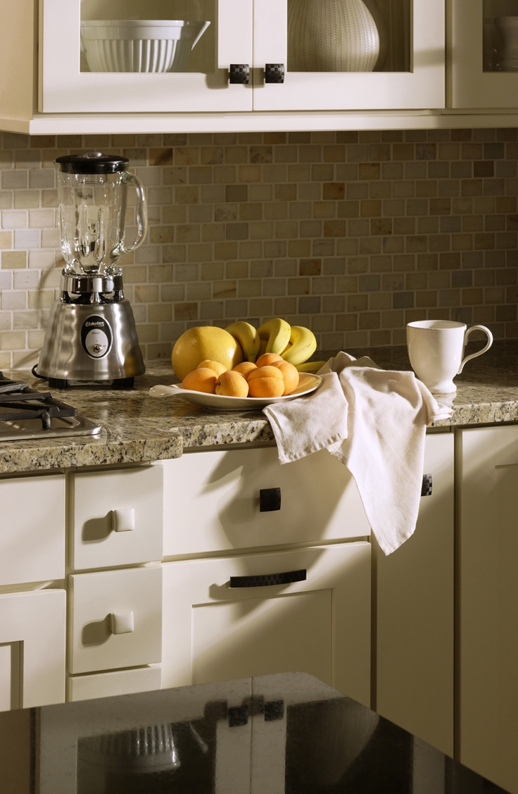 Shaker Painted Cream Kitchen Cabinets With Granite Worktops And Small Tiles