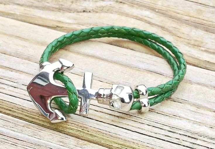 Skull and anchor pirate bracelet, leather and stainless steel. Unisex bracelet/cuff in various colours. Customisable by BohoBoutiquex on Etsy
