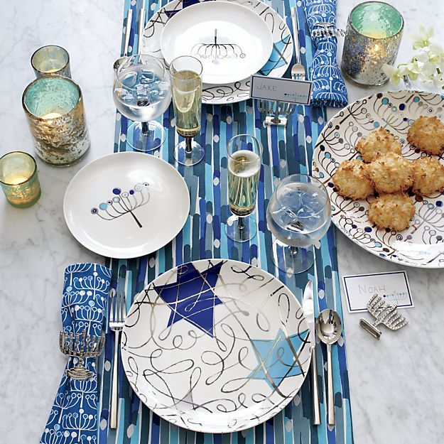 445 best tablescapes images on pinterest christmas for Hanukkah home decorations