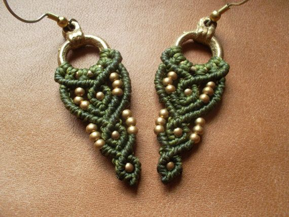 Green Macrame earrings whit brass por LunaticHands en Etsy