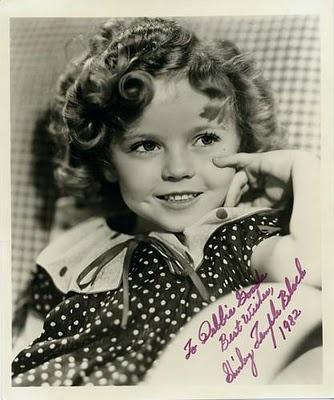 Shirley Temple Гертруда рано заметила у её дочери актёрские, певческие и танцевальные способности и в сентябре 1931 года трёхлетняя Темпл поступила в танцевальную школу Мэглин Киддиз в Лос-Анджелесе. Где-то же в этот период Гертруда начала завивать волосы Ширли в локоны, подражая актрисе немого кино Мэри Пикфорд.