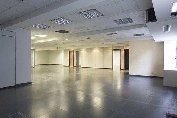 Gran oficina di fana en alquiler en el centro de for Oficinas fc barcelona