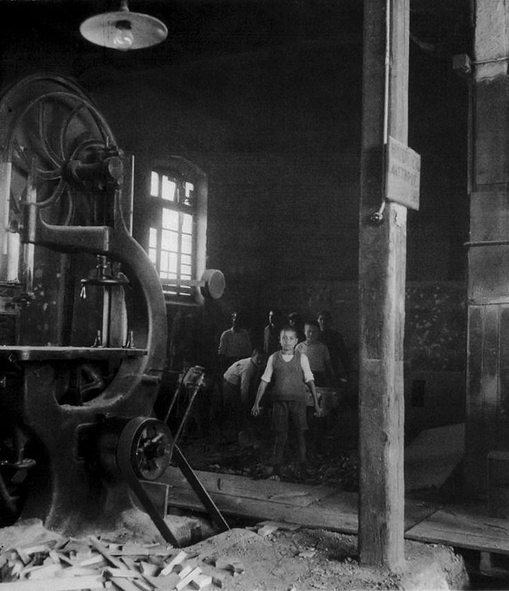 """Στο ξυλουργείο του """"Παπάφειου"""" το 1949"""