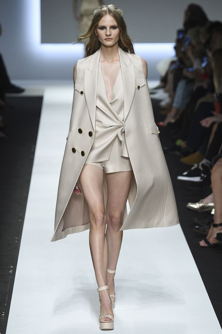 http://www.vogue.com/fashion-shows/spring-2016-ready-to-wear/ermanno-scervino/slideshow/collection