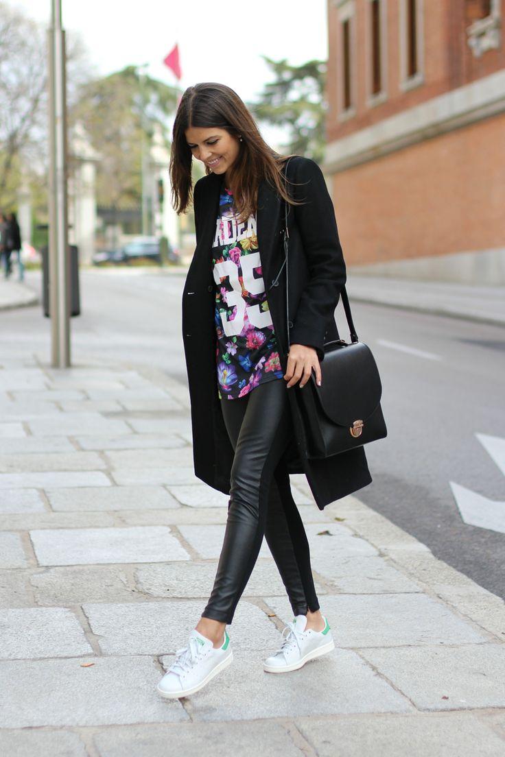 trendy_taste-look-outfit-street_style-ootd-fashion_spain-moda_españa-blog-blogger-adidas-stan_smith-leggings-maxi_blazer-camiseta_flores-leather_leggings-leggings-cuero-flower_print-tee-12                                                                                                                                                                                 Más