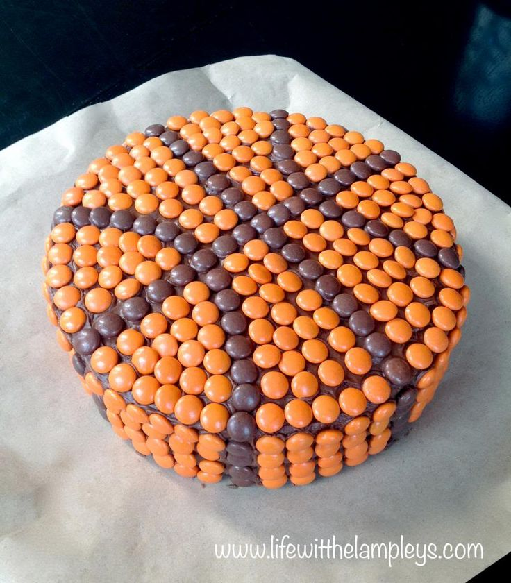 basketball cake but could do any type of ball!