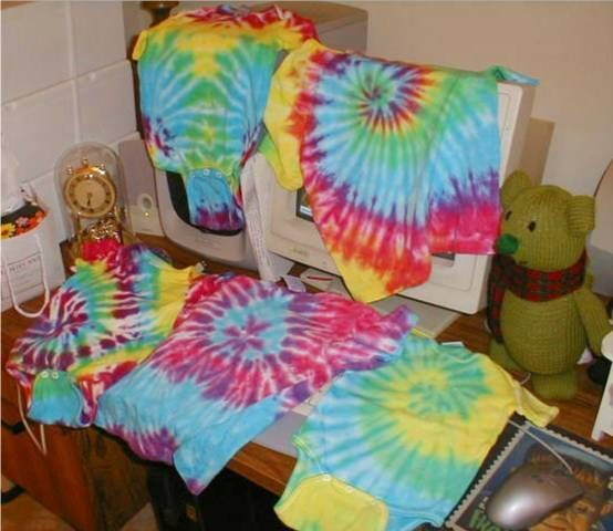 How to tie dye a shirt!!! It is the best tutorial I have seen!