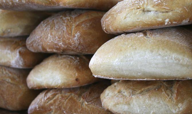 PAGNOTTA DI CASA DOP Sicilia - L'origine è legata all'abitudine, tradizionalmente radicata nelle regioni del Sud Italia, di utilizzare il grano duro per la produzione di prodotti della panetteria, anziché il grano tenero maggiormente impiegato in altre aree del nostro Paese.