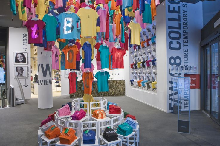 unique store color display | The Benetton temporary store has a special atmosphere which welcomes ...