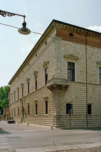 Palazzo dei Diamanti by netNicholls