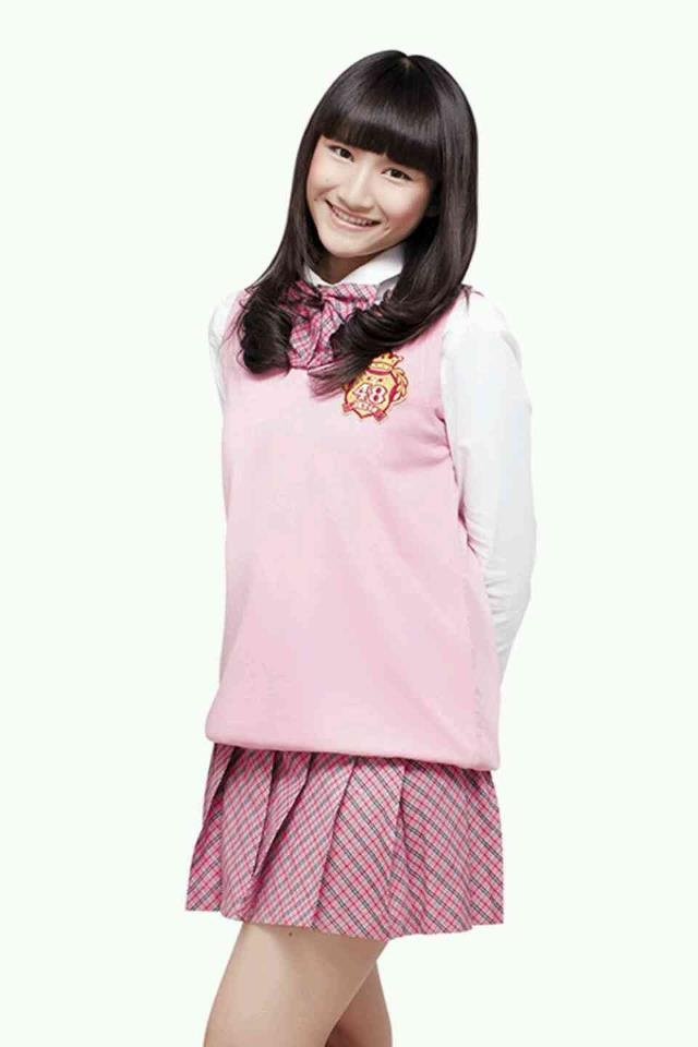 """Frieska, Melody's sister. She's about to """"freeze"""" your day with her Smile. Please supports her"""