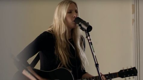 See Holly Williams Yearn for the Stable Life in 'Settle Down' #headphones #music #headphones
