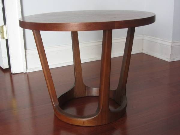 I Have A Mid Century Modern Lane Walnut Round Coffee Table It Is In Good