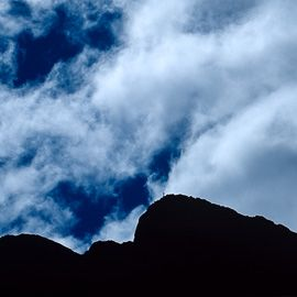 """ENG: """"No sneezing"""" - a mysterious photo of a mountain and a tinny person, in the right place, for an unique photograph with humour.   POR:  """"Não espirrar"""" - uma fotografia misteriosa de uma montanha e uma pequena pessoa, no local certo...para uma fotografia única, e com humor, que nos faz tão bem."""