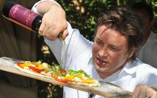 Тесто для пиццы от Джейми Оливера –3,5 стакана муки 1,25 стакана теплой воды 2 ст.л. оливкового масла 1 ст.л. сухих дрожжей по 1/2 ст.л. сахара и соли морской