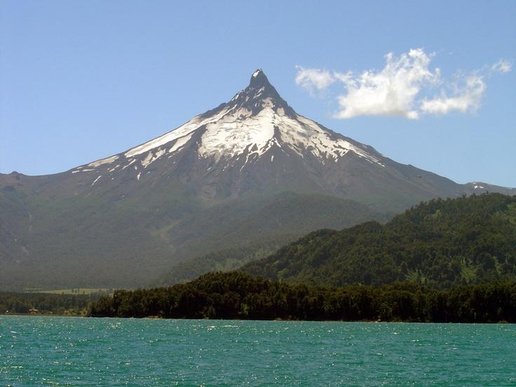 Lago Todo los Santos  y el  Volcan Puntiagudo