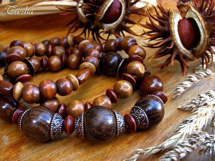 """""""Каштаны"""" браслет деревянный, комплект """"Каштаны"""" - это браслет из дерева для любителей легких, экологичных украшений в стиле бохо и этно. Браслет выполнен из ценных и экзотических пород дерева (эбенового, палисандра, пальмы) и наших российских ( дуба, вишни, липы, бука). Бусины в браслете гладкие, отполированные, приятные на ощупь. В комплект входят три браслета, бусины в них закреплены на прозрачной резинке стрейч."""