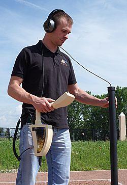 Rover Gold est un détecteur d'or avec Super Sensor et écouteurs sans fil.