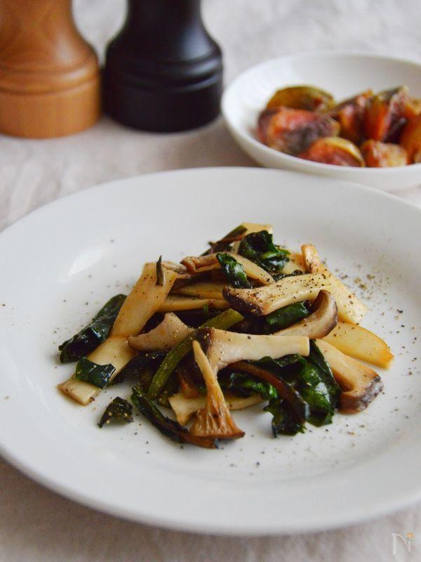 ビーツはロシア料理のボルシチやサラダの彩りに使われる野菜ですね。料理では主に根っこの部分を使いますが、葉っぱも食べることができます。    ビーツの葉は、例えるならほうれん草のような味。クセがなく様々な料理に使えるので、ぜひ捨てずに召し上がってみてください♪