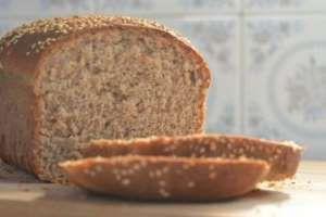 Aprenda a fazer pão 100% integral, caseiro, fácil e barato