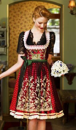Wunderschöne und verspielte Dirndl für die Wiesn findet man bei Lola Paltinger.