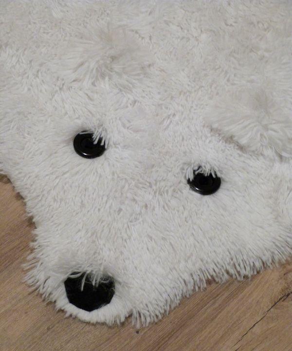 putain sur le tapis de peau d 39 ours. Black Bedroom Furniture Sets. Home Design Ideas