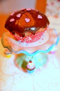 Alegeţi un candy bar făcut special pentru petrecerea lor. Puteţi opta pentru un aranjament în ton cu tema petrecerii, unul clasic, colorat, sau unul pe bază de fructe şi gustări sănătoase. Candy bar personalizat in orice locatie din Alba Iulia, Blaj, Cugir, Sebes, Aiud.