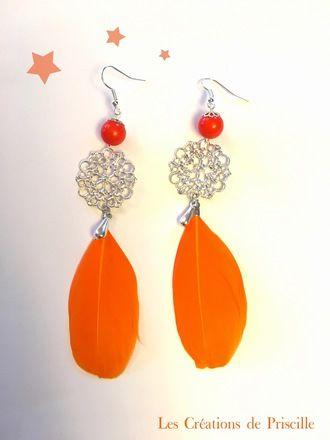 Boucles d'oreilles clips ou percées, plumes oranges, estampes argentées et perles oranges, Petites breloques en forme de gouttes argentées  Possibilité d'adapter en clip sur de - 19488944