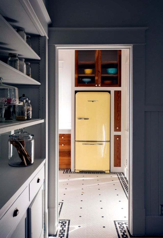 Retro refrigerator Bosch brings color to the kitchen