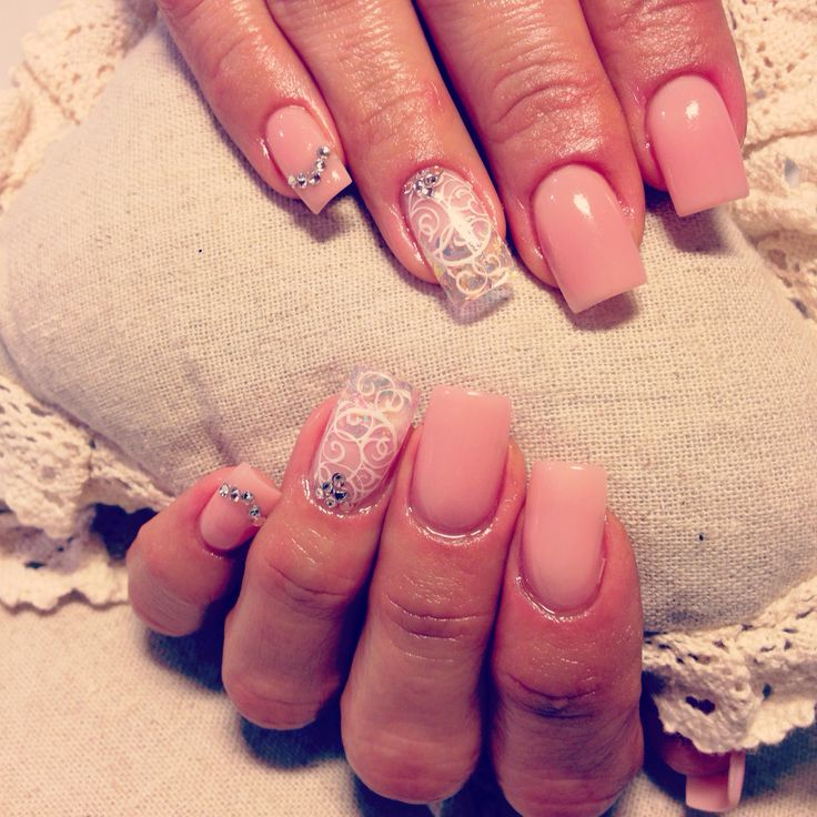 Naked look with special olographic and lace nail