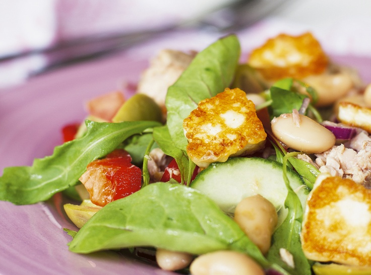 Halloumisallad med tonfisk och bönor, http://www.fontana.se/recept/halloumisallad-med-tonfisk-och-bonor/