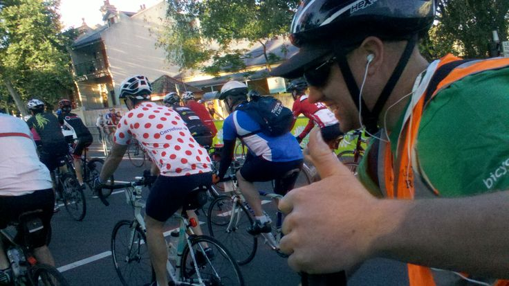 Riders leaving the start at North Sydney