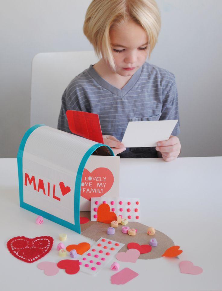 Buzón de correos hecho de caja de cartón >> Play Mail Box